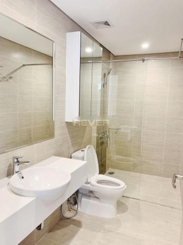 Phòng tắm căn hộ Vinhomes Grand Park, Quận 9 Căn hộ Vinhomes Grand Park đầy đủ nội thất, cửa hướng Tây Bắc.