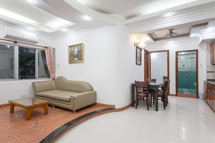 Phòng khách căn hộ chung cư Hưng Vượng 2 Căn hộ chung cư Hưng Vượng 2 đầy đủ nội thất, cửa chính hướng Nam.