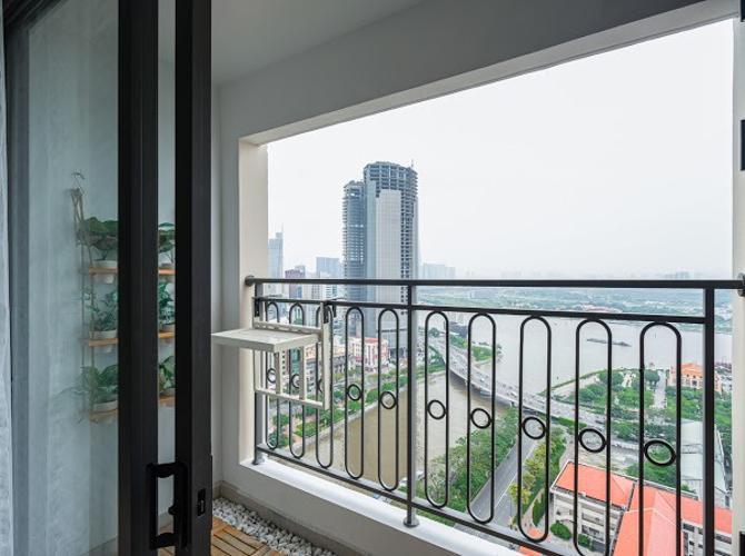 View ban công Saigon Royal, Quận 4 Căn hộ Saigon Royal tầng cao đón view sông, đầy đủ nội thất.