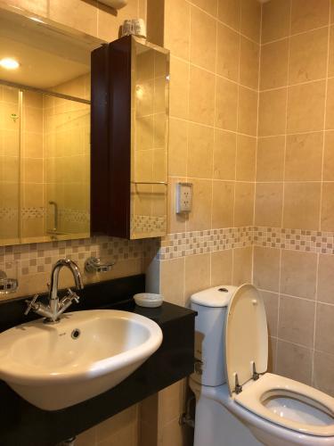 Toilet The Manor Quận Bình Thạnh Căn hộ The Manor hướng Đông, tầng thấp