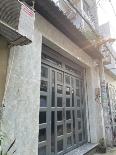 Nhà phố sát mặt tiền đường Miếu Bình Đông, kết cấu 2 tầng kiên cố.