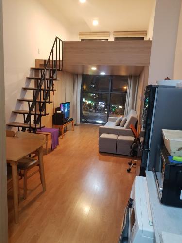 Căn hộ Officetel The Sun Avenue view nội khu, nội thất đầy đủ.