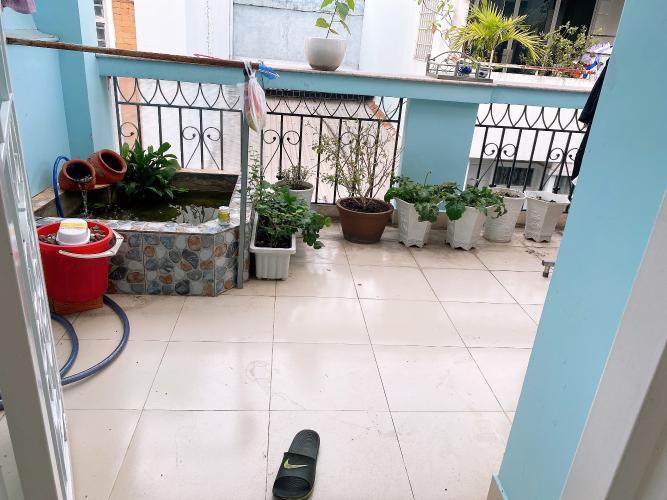 Sân thượng nhà phố Quận Tân Phú Nhà phố hướng Bắc diện tích sử dụng 148.5m2, đầy đủ nội thất.