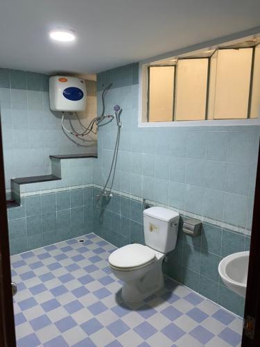 Phòng tắm nhà phố Trần Trọng Cung, Quận 7 Nhà phố diện tích 120m2 mặt tiền đường, sổ hồng riêng.