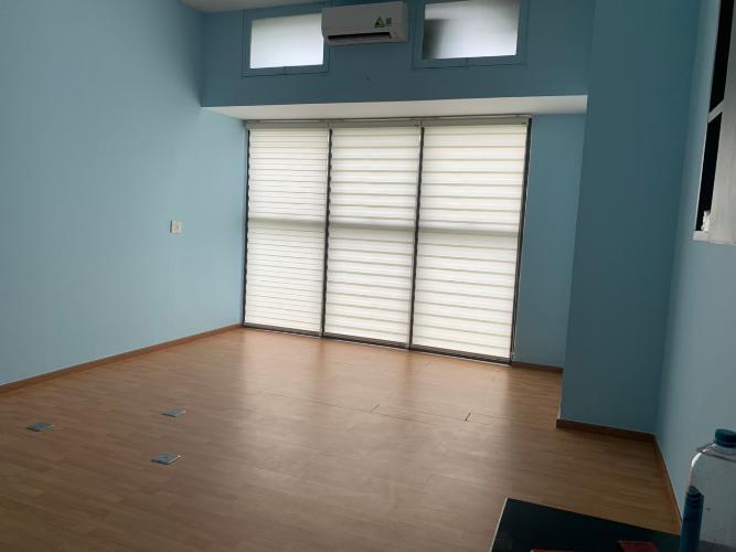 Căn hộ The Sun Avenue đón view nội khu, nội thất cơ bản.