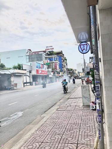 Đường vào Nhà phố quận Phú Nhuận Bán nhà phố đường Nguyễn Kiệm, phường 3, quận Phú Nhuận, diện tích đất 136m2, diện tích sàn 224m2.