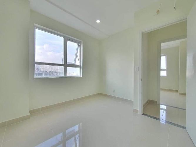 Bên trong căn hộ Topaz Elite Căn hộ Topaz Elite tầng thấp, không bàn giao nội thất.