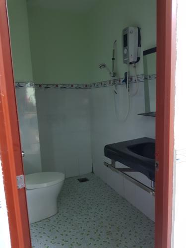 Phòng tắm nhà phố Quận Bình Tân Nhà phố mặt tiền đường số 4 diện tích sử dụng 320m2, nội thất cơ bản.
