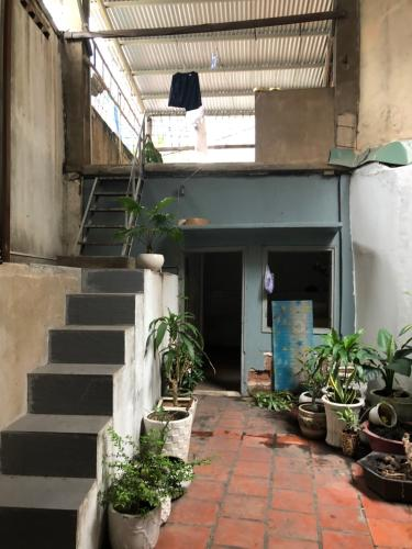 Sân nhà phố Phú Nhuận Bán nhà mặt tiền Phan Đăng Lưu, Phú Nhuận, sổ hồng, cách công viên Phú Nhuận 500m