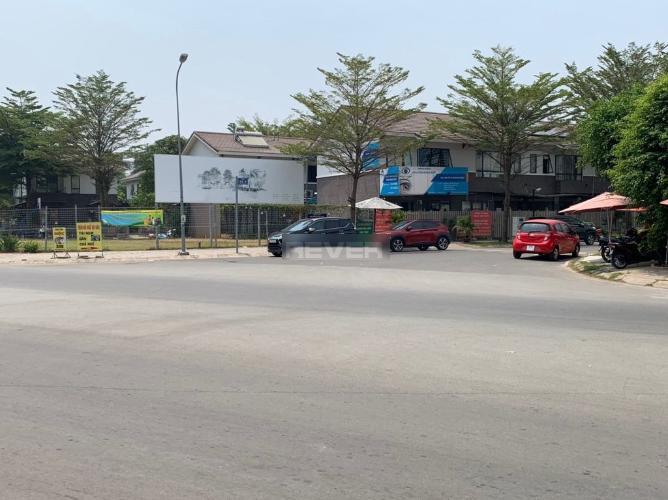 Đường nhà phố Nguyễn Văn Linh, Bình Chánh Nhà phố hướng Bắc, ngay mặt tiền đường rộng xe hơi lưu thông.