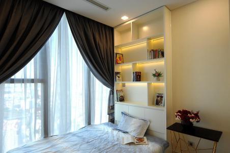 Căn hộ Vinhomes Golden River đầy đủ nội thất, view thoáng mát.