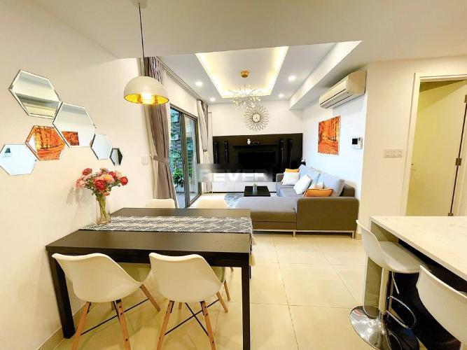Căn hộ Masteri Thảo Điền tầng trung có 2 phòng ngủ, đầy đủ nội thất.