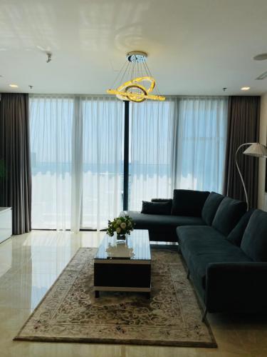Căn hộ Vinhomes Golden River nội thất đầy đủ, view sông thoáng mát