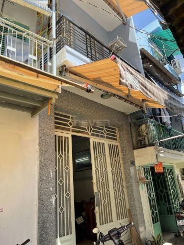Nhà phố kết cấu 1 trệt 1 lầu, diện tích 40m2 nở hậu hình chữ L.