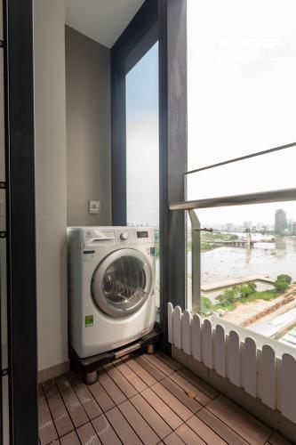 View căn hộ VINHOMES GOLDEN RIVER Cho thuê căn hộ Vinhomes Golden River 1PN, tầng 19, đầy đủ nội thất