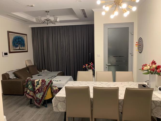 Phòng khách căn hộ Vinhomes Central Park Căn hộ Vinhomes Central Park đầy đủ tiện nghi, view tầng cao cực đẹp.