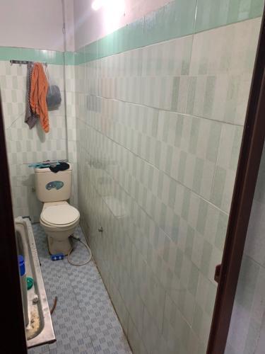 Nhà tắm Bán nhà hẻm Tô Hiến Thành, phường 13, Quận 10. Diện tích đất 21.6m2, diện tích sàn 56.8m2