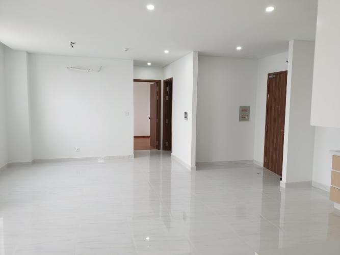 Căn hộ D-Vela tầng 19 view thành phố sầm uất, nội thất cơ bản.
