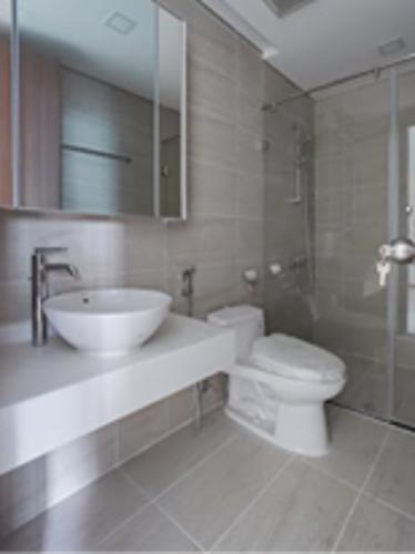 Phòng tắm Sunwah Pearl, Bình Thạnh Căn hộ Sunwah Pearl tầng trung, ban công hướng Đông Nam.