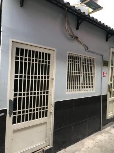Mặt tiền nhà phố Nguyễn Trãi, Quận 1 Nhà phố hướng Tây Nam, sàn phòng ngủ lót gỗ, diện tích 51m2.