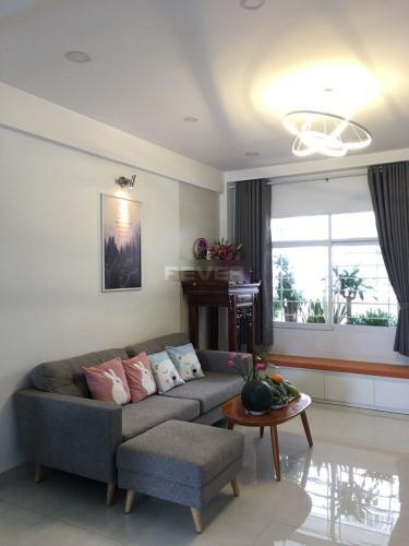 Căn hộ Chung cư B5 tầng 11 có 2 phòng ngủ, nội thất cơ bản.