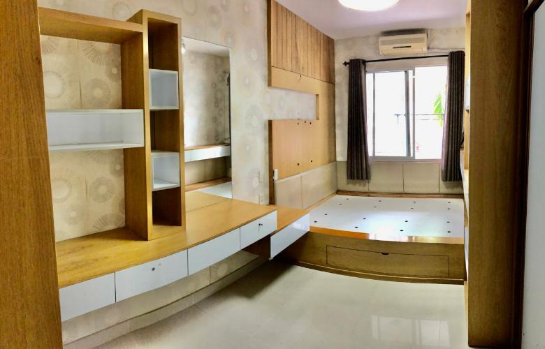 Phòng ngủ căn hộ chung cư Mỹ Khang Căn hộ chung cư Mỹ Khang tầng thấp view nội khu, hướng Tây.