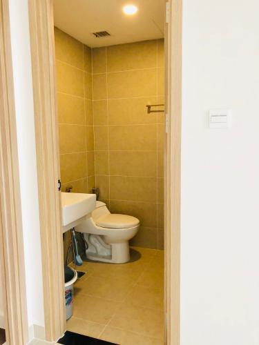 wc căn hộ 1+1 phòng ngủ the sun avenue Căn hộ The Sun Avenue đón view nội khu, nội thất đầy đủ.