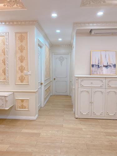 Phòng khách căn hộ Vista Verde Căn hộ Vista Verde đầy đủ tiện nghi, view thành phố tuyệt đẹp.
