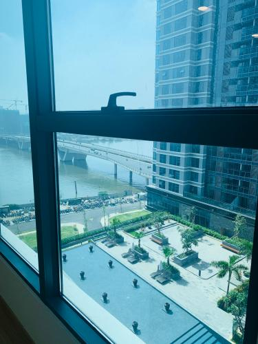 View căn hộ Sunwah Pearl, Bình Thạnh Căn hộ Sunwah Pearl view hồ bơi thoáng mát, tiện ích đầy đủ.