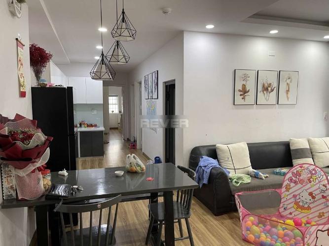 Căn hộ Oriental Plaza tầng trung, đầy đủ nội thất.