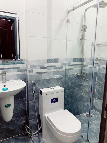 Phòng tắm nhà phố Quận Tân Phú Nhà phố Q.Tân Phú hướng Tây diện tích sử dụng 172.8m2, đầy đủ nội thất.