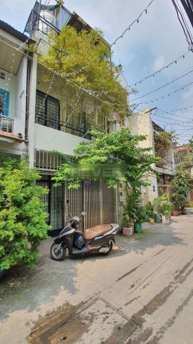 Nhà phố hẻm xe hơi Q.Tân Bình hướng Đông Nam, nội thất cơ bản.