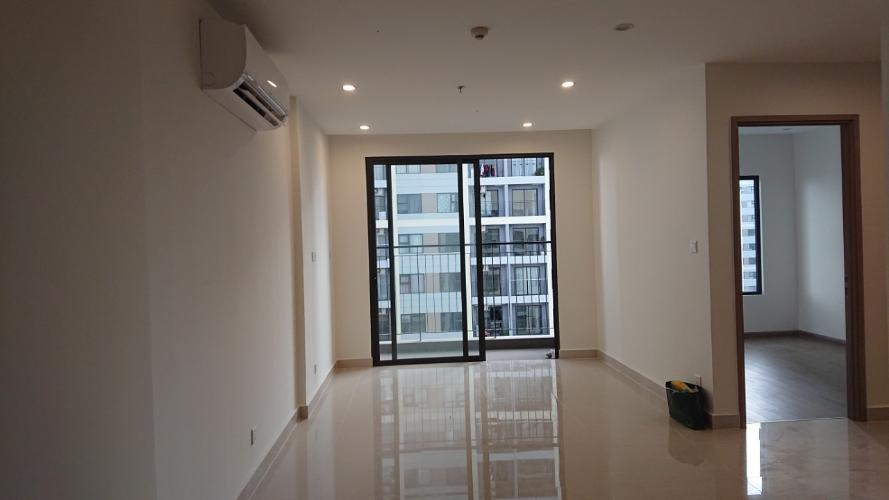 Căn hộ Vinhomes Grand Park tầng 24 không nội thất, view nội khu hồ bơi