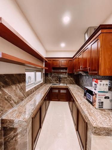 Phòng bếp căn hộ dịch vụ Quận 2 Căn hộ dịch vụ Duplex Quận 2 có ban công, đầy đủ nội thất