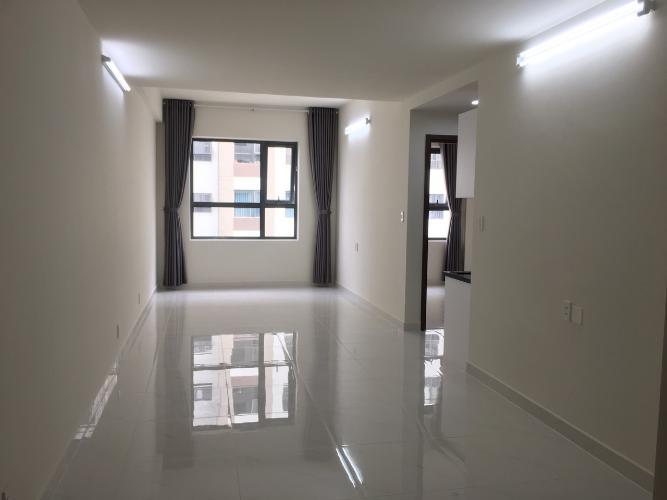 Phòng khách căn hộ Green River, Quận 8 Căn hộ Green River tầng trung nội thất cơ bản, view nội khu yên tĩnh.