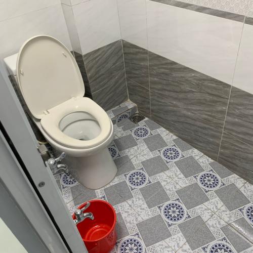 toilet nhà phố quận 1 Nhà hẻm lộ giới 2m Quận 1 mới xây, sổ hồng chính chủ, bàn giao ngay.