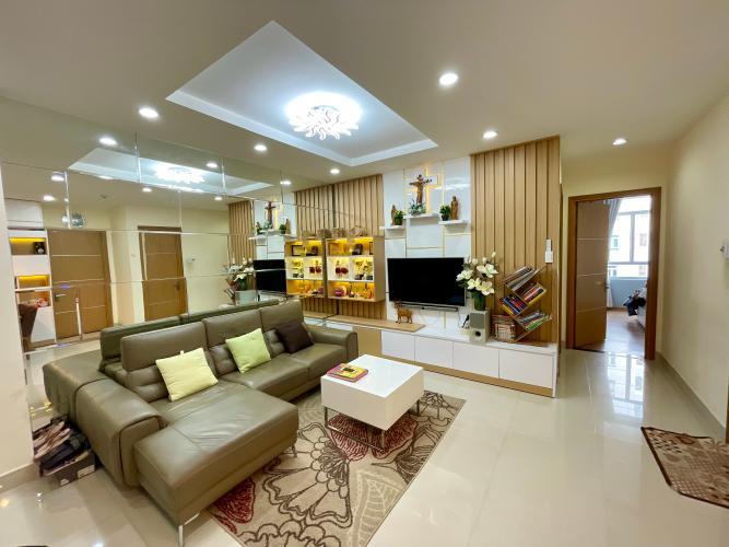 Căn hộ Him Lam Riverside tầng 10 cửa hướng Tây Bắc, nội thất đầy đủ.