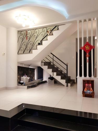 Phòng khách nhà phố Quận Phú Nhuận Nhà phố Q.Phú Nhuận hướng Tây Nam diện tích sử dụng 167m2, có sổ đỏ.