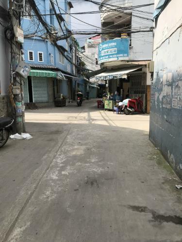Hẻm nhà phố Đoàn Văn Bơ, Quận 4 Nhà phố hướng Đông Bắc, đường trước nhà 5m, xe hơi qua lại.