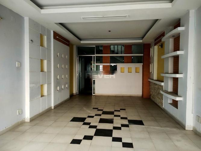 Không gian nhà phố Quận Bình Tân Nhà phố nằm tại KDC Nam Hùng Vương hướng Đông Bắc, đường xe hơi.