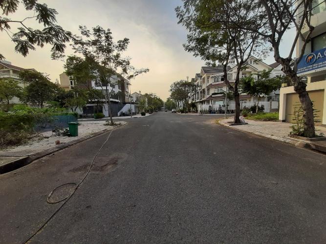 Đường nhà Quận 7 Nhà phố khu dân cư ven sông diện tích sử dụng 329m2, hướng Nam.