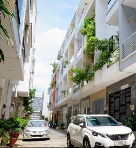 Hẻm nhà phố Bờ Bao Tân Thắng, Tân Phú Nhà phố hướng Đông, hẻm xe hơi quay đầu thông thoáng.