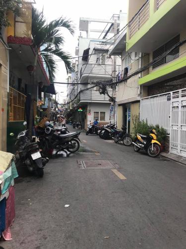 Đường hẻm nhà phố Quận Phú Nhuận Nhà phố Quận Phú Nhuận có 2 mặt tiền hẻm hướng Đông