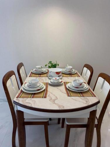 Bàn ăn Phú Mỹ Hưng Midtown Căn hộ Phú Mỹ Hưng Midtown nội thất sang trọng, view nội khu.