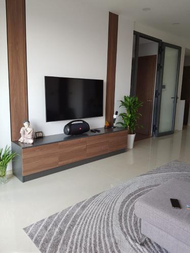 Phòng khách Saigon Royal Quận 4 Căn hộ Saigon Royal tầng cao, ban công Tây Bắc view sông.