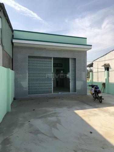 Sân trước nhà phố Bình Chánh Nhà phố mặt tiền đường Tân Long hướng Bắc diện tích đất 242m2.
