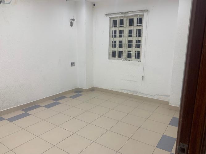Phòng ngủ nhà phố Mai Văn Ngọc, Phú Nhuận Nhà mặt tiền Phú Nhuận, diện tích rộng, nội thất cơ bản.