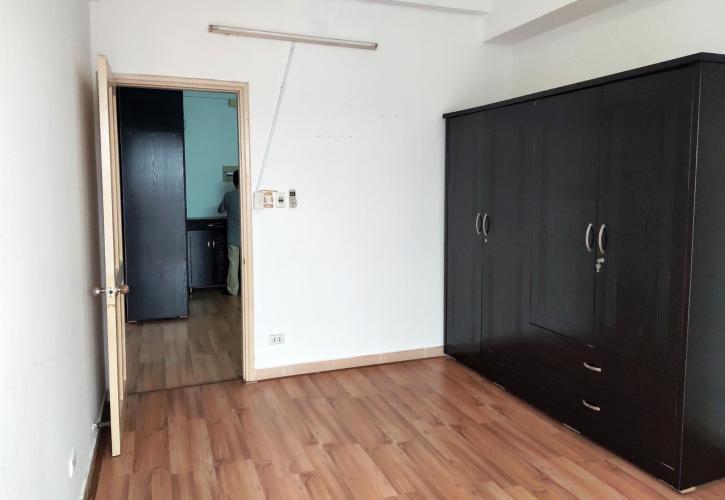 Phòng ngủ căn hộ chung cư Đông Hưng Căn hộ chung cư Đông Hưng tầng trung, cửa hướng Đông Bắc.