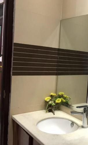 Phòng tắm nhà phố Quận Tân Bình Nhà phố Q.Tân Bình diện tích 55.3m2, bàn giao kèm nội thất cơ bản.