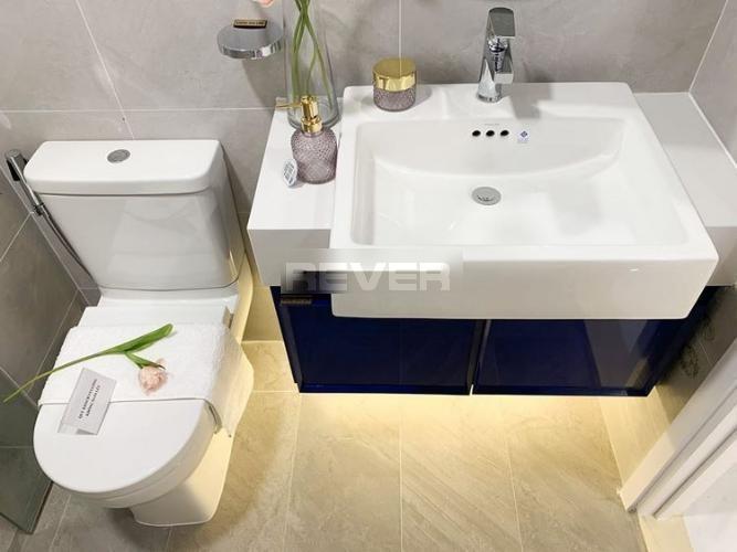 Phòng tắm D'Lusso Quận 2 Căn hộ D'Lusso tầng 8, ban công view sông, nội thất cơ bản.